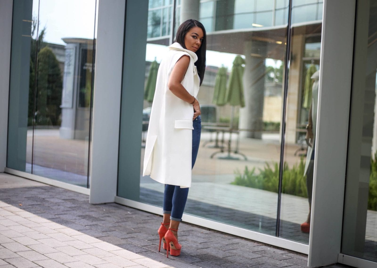 Hudson Denim, a white sleeveless trench and Charlotte Olympia Pumps | Style Guide | Fall Fashion